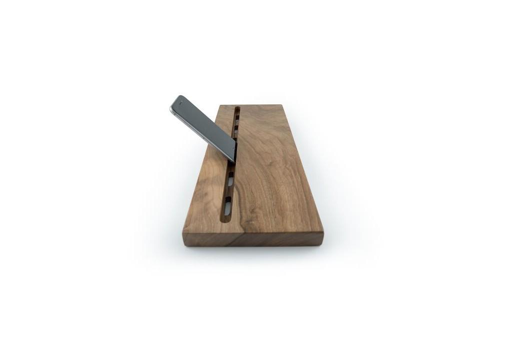 balda-tecnologica-en-madera-de-nogal (1)