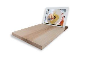 tabla de madera con soporte para tablet