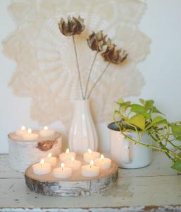 ideas para decorar con rodajas de madera soporte para velas