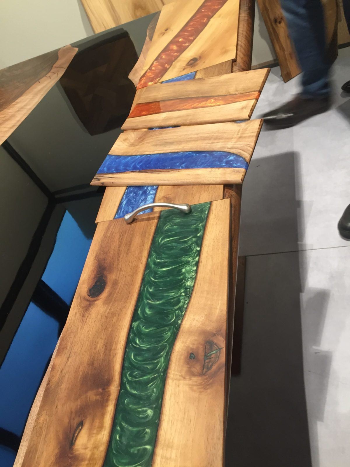 Platos de nogal y resina Woodna: Maderas Naturales